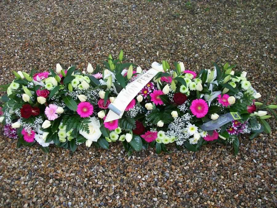 dessus de cercueil fleurs enterrement par Azur Rose à La Crau Toulon Var
